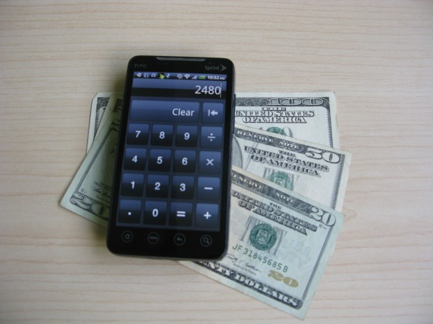 Android_Smartphone_with_Money