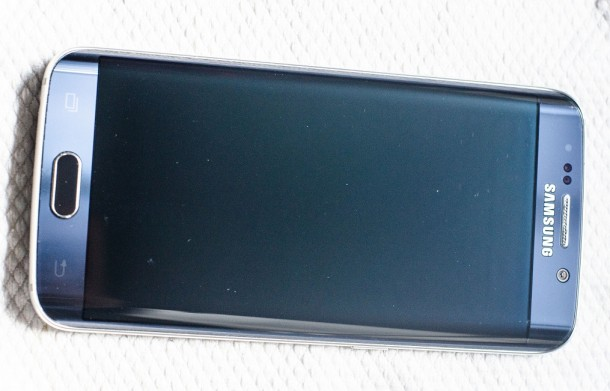 Galaxy-S6--amp-edge-scratched-by-Samsungs-Clear-View-case (3)