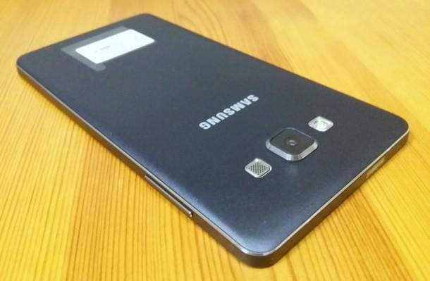Samsung-Galaxy-A7-hatlap