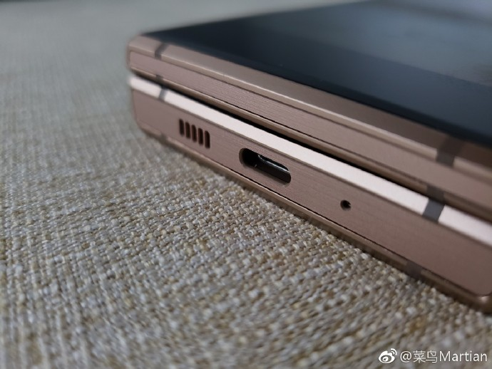... kiad egy felsőkategóriás hardverrel szerelt kagylótelefont Kínában 0435cca732