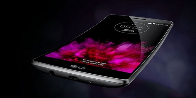Hajlított kijelzős mobillal készül a Doogee