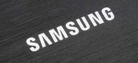 Bekapcsolt kijelzővel pózol a Samsung Galaxy S8
